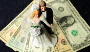 Миниатюра к статье Как оригинально подарить деньги на свадьбу