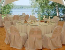 отметить свадьбу у воды